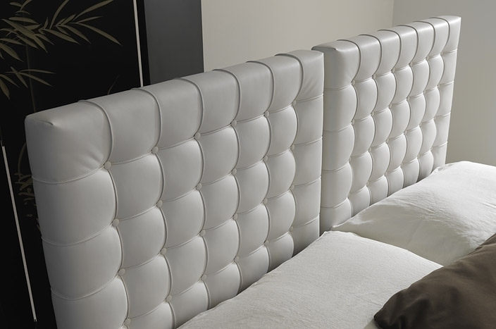 lit en cuir italien de luxe duo blanc mobilier priv. Black Bedroom Furniture Sets. Home Design Ideas